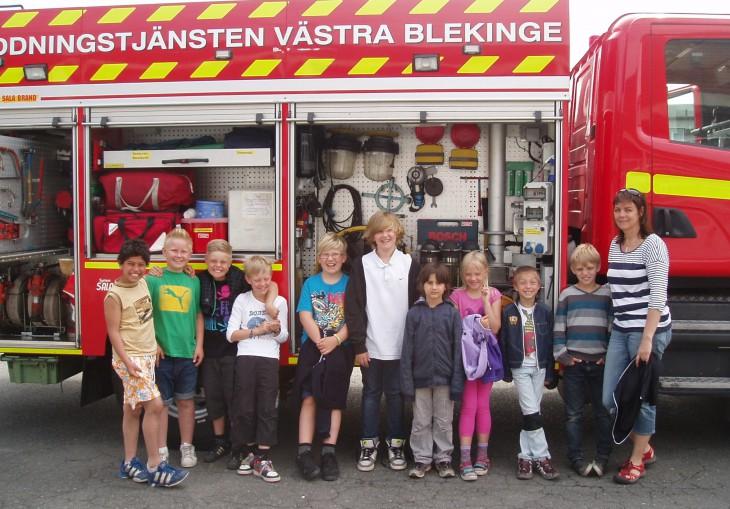 Gunilla Persson med elever från Möllebackskolan.