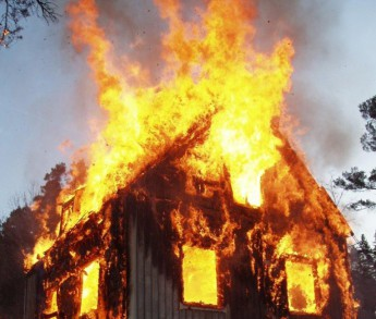 Hela huset brinner
